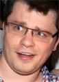 Гарик Харламов хочет отсудить у бывшей супруги половину автомобиля