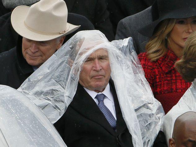 Противоборство Джорджа Буша-младшего идождевика наинаугурации стало очередной фото-жабой