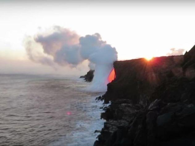 Мощнейший поток лавы извулкана наГавайях заставил океан вскипеть