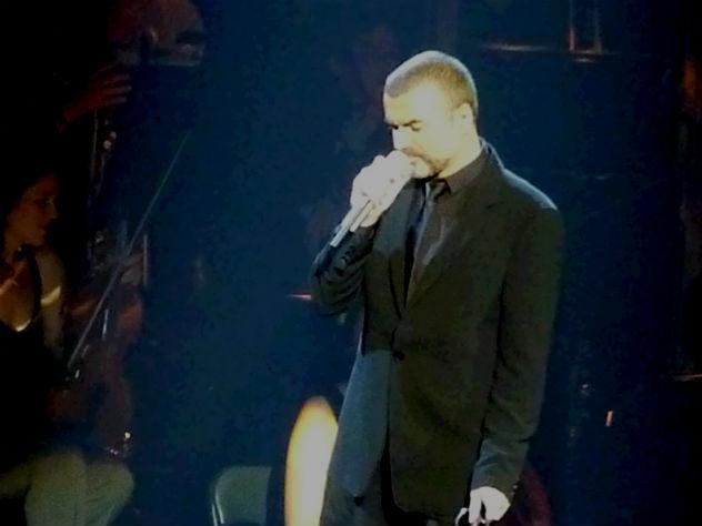 Семья Джорджа Майкла решила выселить его любовника издома певца