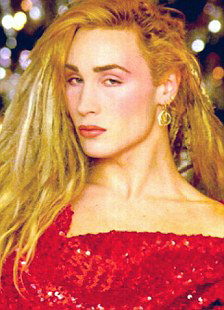 Питер Робинсон, выступавший в 80-е годы в женском платье под псевдонимом Мэрилин