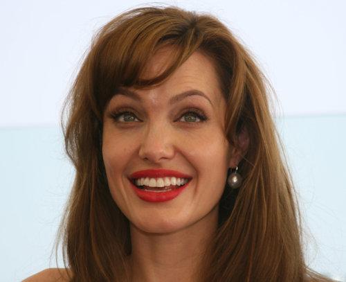 Позже Анджелина публично призналась, что принимала наркотики, но всегда подчеркивала, что ей удалось избавиться от этой зависимости.