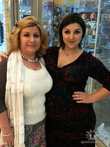 Вика СЕЛИВЕРСТОВА с мамой - тёщей артиста. Фото odnoklassniki