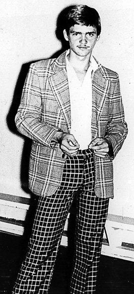 Со школьных лет будущий лицедей обожал стильно одеваться (1982 г., Николаев)