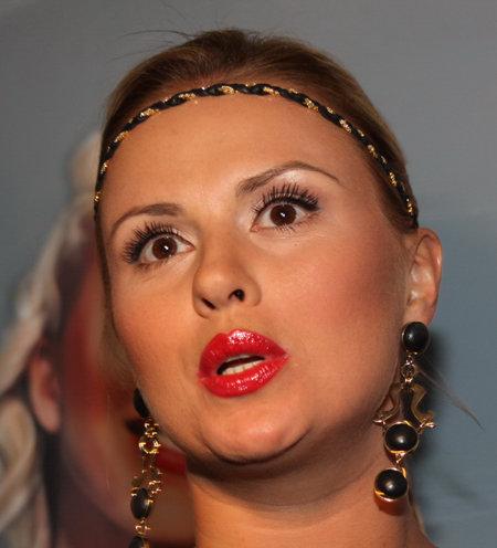 Анна Семенович готовится стать мамой. Правда, пока только крестной