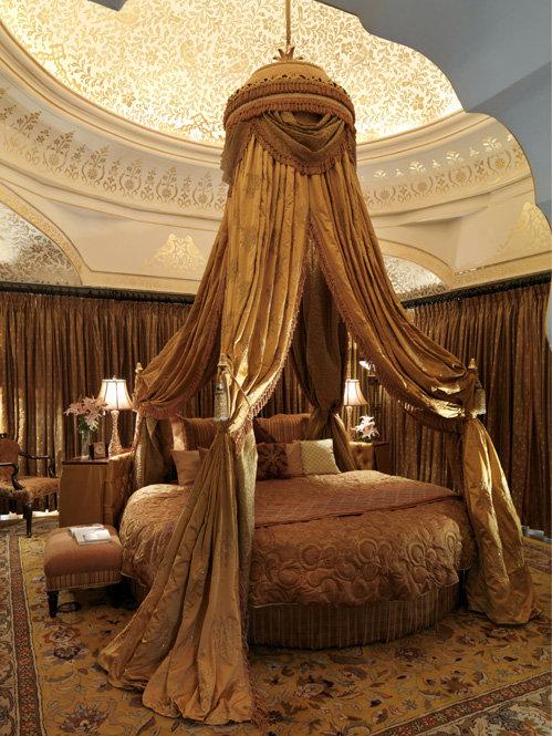 Специально для молодоженов в роскошном отеле Taj Rambagh Palace в Джайпуре приготовили суперкровать