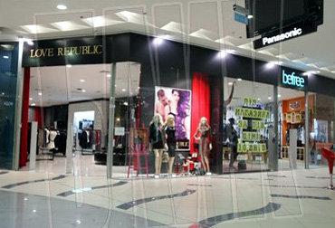 Недавно УРЖУМЦЕВ открыл в Киеве сеть своих бутиков