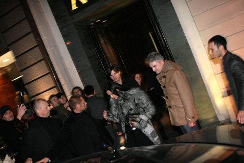 После ужина звездная пара отправилась обратно в отель. Фото Натальи ПЬЕТРЫ