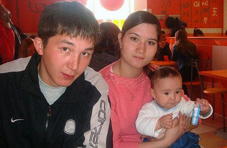 Рустам ИЖБУЛДИН с женой и сынишкой