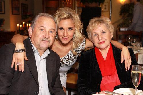 Юля с родителями