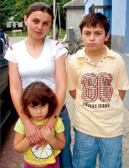 Мама Людмила и двоюродная сестричка просят земляков не называть Илью Шейхом