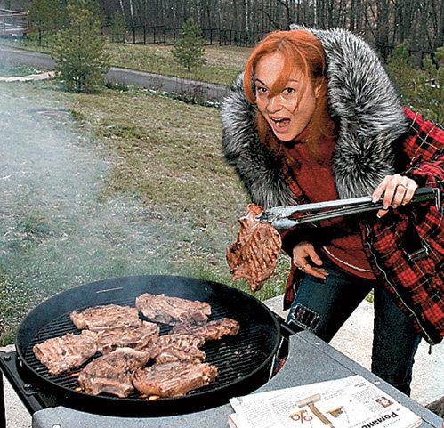 Жарить мясо актрису научил папа