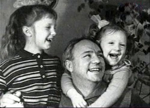 Николай РЫБНИКОВ с детьми (фото kino-teatr.ru)