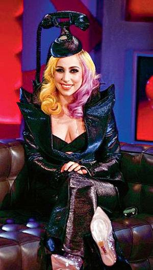 В таком наряде Lady Gaga появилась на ток-шоу Джонатана РОССА, а теперь в лондонском Музее мадам Тюссо будет радовать фанатов её восковая фигура