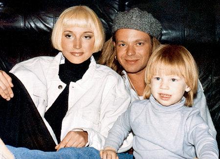 Кристина и Владимир рано стали родителями (на фото с трёхлетним сыном Никитой, 1994 г.)