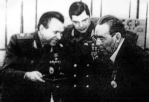 ЧУРБАНОВ (в центре) с министром внутренних дел Николаем ЩЕЛОКОВЫМ и тестем Леонидом БРЕЖНЕВЫМ