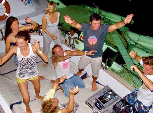 Во время кайт-сафари ВОЛЯ каждый вечер устраивал дискотеки для друзей