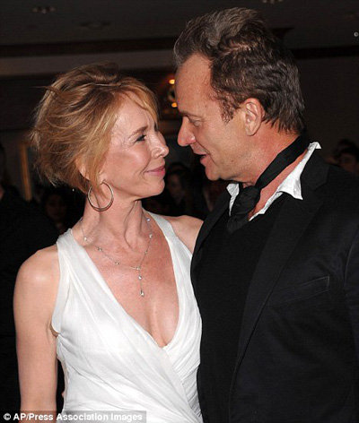 Благодаря тантре супруги по-прежнему обожают друг друга - фото Daily Mail