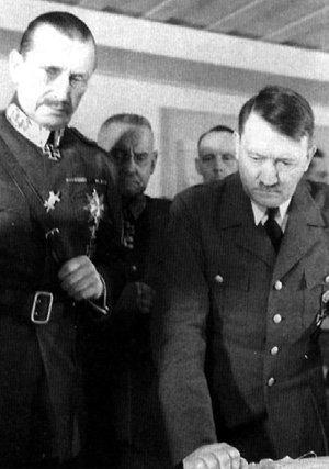 Глава Финляндии маршал Карл МАННЕРГЕЙМ и Адольф ГИТЛЕР надеялись повесить свастику и над Кремлём
