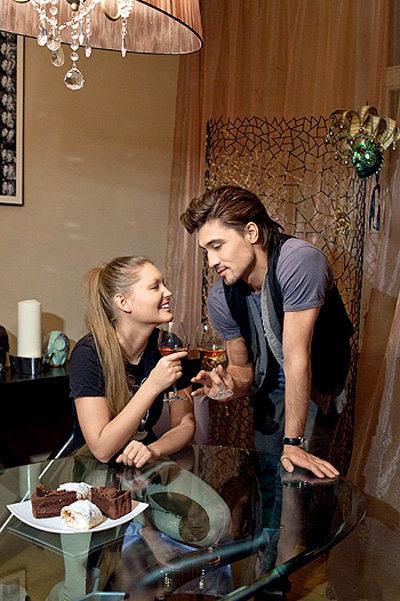 В фотосессии для журнала БИЛАН позирвоал в своём новом доме совсем с другой девушкой - Юлей КРЫЛОВОЙ (фото Hello!)