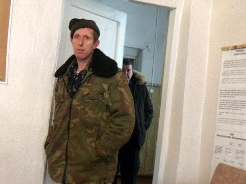 44-летний Александр ПОПОВ говорит, что хотел подарить мост брату - чтобы тот построил гараж