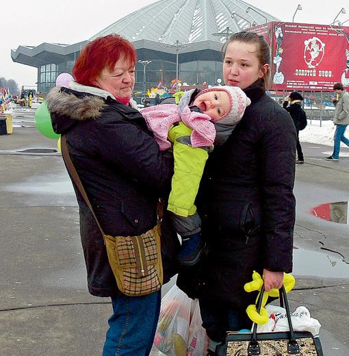 Дочь звезды Мария КОРОЛЁВА  с внучкой Людмилы Марковны Леной и правнучкой