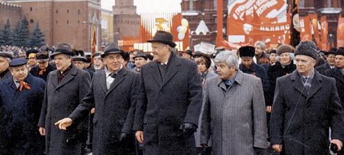 Беспринципные карьеристы РЫЖКОВ, ГОРБАЧЕВ, ЕЛЬЦИН, ПОПОВ и сопровождающие их лица изображают из себя пламенных коммунистов на ноябрьской демонстрации
