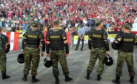 Спецподразделения особого назначения выведут за пределы стадионов. Фото irnews.ru