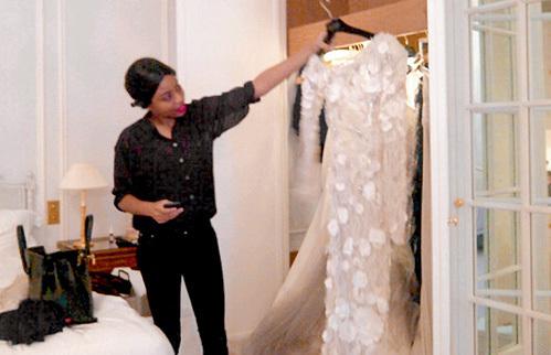 Снимок своего свадебного платья от Веры ВОНГ Яна ране выложила на своей страничке в Интернете.