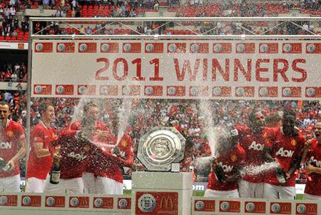 «Манчестер Юнайтед» отнял трофей у своих земляков. Фото gazeta.ru