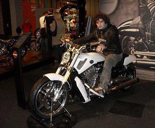 Актриса уговаривала внука не садиться за руль новенького мотоцикла