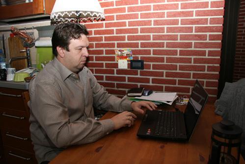 ДУНАЕВСКИЙ в своей московской квартире