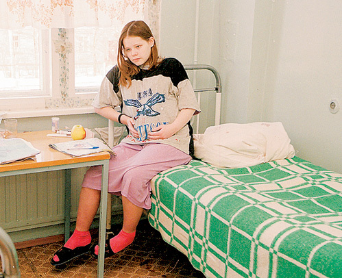 зСпециалиированных больниц для беременных подростков в России немного - одно из таких заведений - питерский приют «Маленькая мама», где побывал наш фотокорреспондент Анатолий МЕЛИХОВ