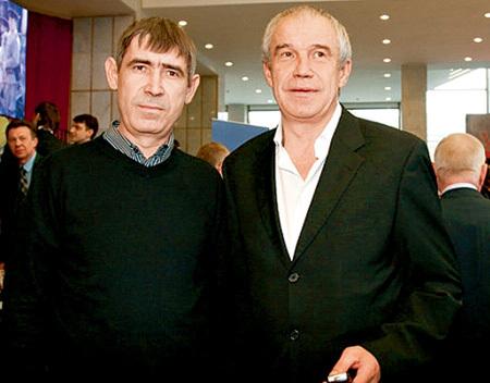 Актер Сергей ГАРМАШ (справа) поддерживает младшего брата Романа (слева) в непростой ситуации (фото ramenskoe-news.ru)