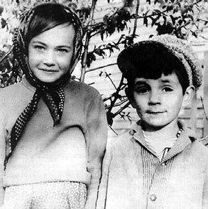 В детстве рядом с Ларочкой всегда был мальчик, готовый полететь с ней на Луну