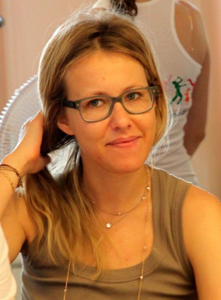 Собственные волосы Ксении не отличаются пышностью (фото Бориса КУДРЯВОВА)