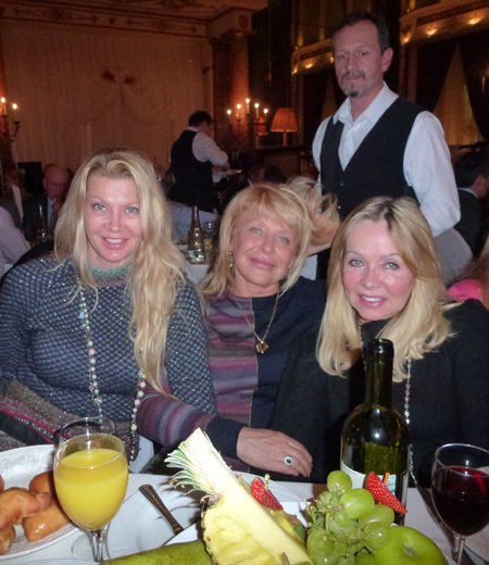Жёны Вячеслава ФЕТИСОВА и Алексея КАСАТОНОВА, мама Павла БУРЕ