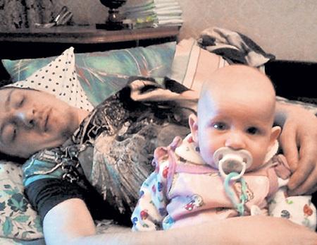 Парализованный Влад с сыном Женей