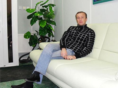 Анатолий Буднюк коммерсант из Мурманска, подаривший обездоленным уралочкам двухкомнатную квартиру...