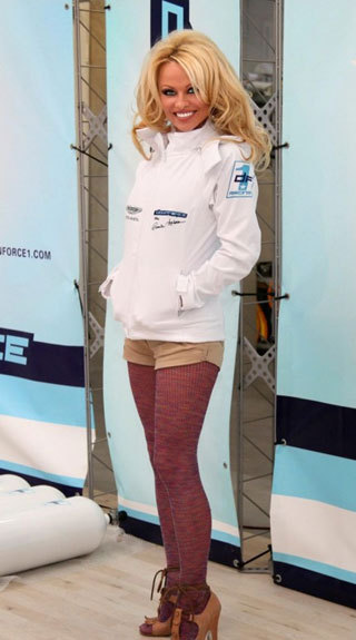 Памела АНДЕРСОН обожает автогонки (Фото: РИА «Новости»)