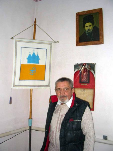 В сельсовете – рядом с флагом села Черче