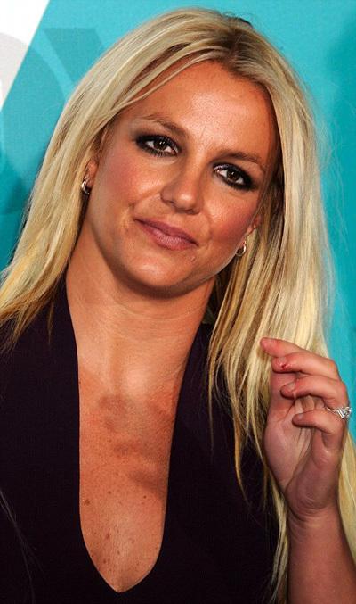 Бритни СПИРС явилась на тусовку с огромным бриллиантом на пальце...