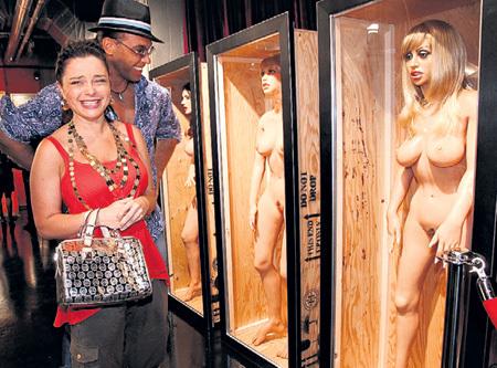 ТАРЗАН и Наташа КОРОЛЁВА приценивались к Real Doll в московском секс-шопе, но цена 350 тыс. руб. показалась им слишком высокой