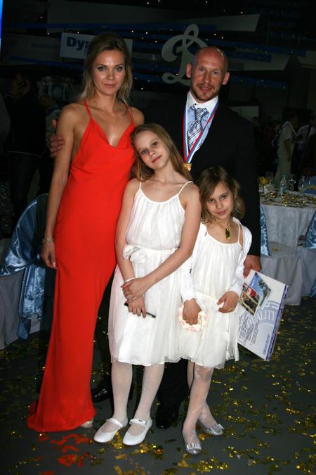 Илья ГОРОХОВ с женой и дочками