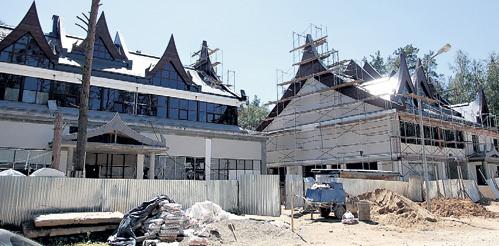 ЛЕПС строит два идентичных здания: слева - продюсерский центр, справа - жильё