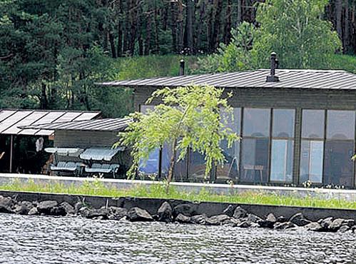 Поместье Владимира КЛИЧКО занимает 16 га на берегу Киевского моря. Фото: vk.com