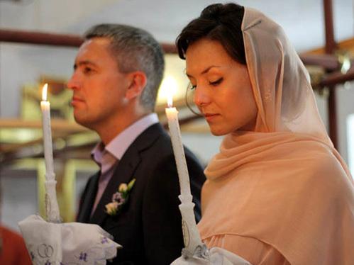 МОЗГОВЫЕ на венчании в церкви: супруги мечтали посмотреть далекую заморскую страну, но по зову души и сердца отправились в приморский город Крымск помогать пострадавшим от наводнения