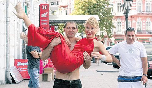 Одесситы носили ГАЛКУ на руках