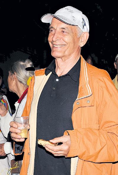 78-летний Василий ЛАНОВОЙ вечерами развлекался, но с утра, несмотря ни на что...