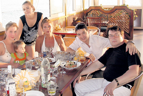 Юрию МАГОМАЕВУ общаться со своим знаменитым дядей препятствовали родственники: жена отца с ребёнком, жена самого Юрия, тётя Таня и папа Юра